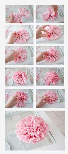 Snel, eenvoudig en feestelijk met servetten.. Crepe Paper Flowers, Tissue Paper Flowers, Diy Flowers, Handmade Flowers, Flower Crafts, Fabric Flowers, Flower Paper, Tissue Paper Pom Poms Diy, Paper Flowers How To Make