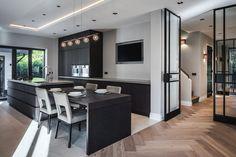 Este posibil ca imaginea să conţină: masă şi interior Simple Bedroom Decor, Interior Architecture, Interior Design, Cocinas Kitchen, Boutique Homes, Decoration Design, Classic House, Kitchen Interior, Home Kitchens