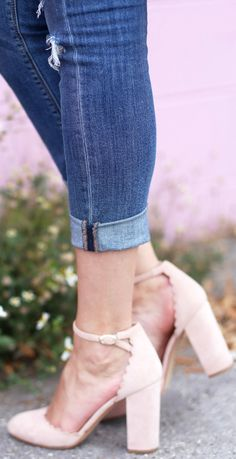 Crushing over these pink blush pumps!! | Fashion blogger Mash Elle styles Marc Fisher pink blush scalloped pumps with Express ripped cropped jeans, Marc Jacobs Classic Q bag and a Forever 21 floral embroidered bodysuit!