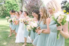 Bridesmaids in mint : Angela Newton Roy Photography