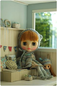 I think the Blythe dolls are pretty awful, but all the things around them, all the wonderful clothes and styling and... just look at this photo!