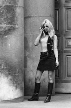 Waiting for the man. Brigitte Bardot, Bridget Bardot, French Girl Style, French Girls, 70 Style, Marlene Dietrich, Jane Birkin, French Actress, Portraits
