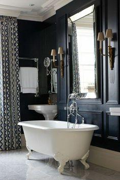 amenagement-petite-salle-de-bain-de-style-baroque-moderne-et-mur-noir-sol-en-carrelage-beige. Lavatory Design, Contemporary Bathroom Designs, Small Toilet, Vintage Bathrooms, Black Walls, Best Interior Design, Dream Decor, Bathroom Inspiration, Bathroom Interior