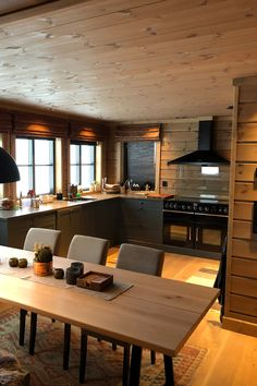 Kitchen Dining, Dining Room, Cottage Interiors, Diy Home Decor, Kitchens, Cabin, Furniture, House Ideas, Live