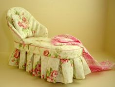 Fabulous Rose-Print Chaise!