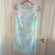 Lilly pulitzer in the slim worth shift Size 4 originals collection. Impossible to find Lilly Pulitzer Dresses