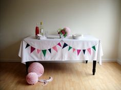 DIY bunting table cloth. very cute >> fun and simple!