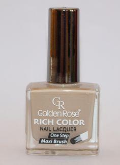 Лак за нокти с изключителен блясък и дълготрайност в млечно бежов цвят.