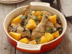 Gebackene Hähnchenkeulen mit Champignons und Kürbis ist ein Rezept mit frischen Zutaten aus der Kategorie Hähnchen. Probieren Sie dieses und weitere Rezepte von EAT SMARTER!
