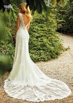 Tiefer Rücken, viel Spitze, gekonnt figurbetont: 2018 ist eine überaus hübsche Saison für moderne Brautkleider! Foto: Vanilla Sposa