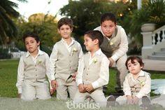 Los pajes son un toque muy tierno en la ceremonia #wedding #pageboy