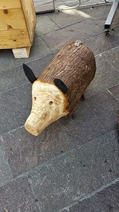 Best 10 Cute pig made out of a log. Scrap Wood Crafts, Wood Slice Crafts, Recycled Art Projects, Wooden Crafts, Wood Projects, Pig Crafts, Diy And Crafts, Christmas Wood, Christmas Crafts