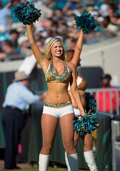 NFL Cheerleaders: Week 2 : Cheerleaders from Week 2 of the NFL season. Hottest Nfl Cheerleaders, College Cheerleading, Cheerleading Pictures, Football Cheerleaders, Volleyball Pictures, Softball Pictures, Cheer Pictures, Senior Pictures, Beautiful Athletes