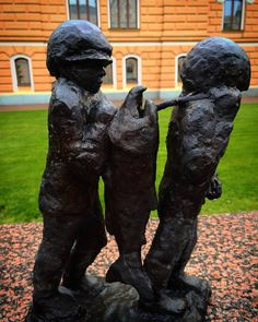 Lots of ministatues infront of Oulu City Hall.  #statue #oulu #finland #miniature #art #last #weekend #photography #statues #artphoto #artistic