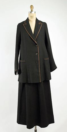 SuitDate: 1918–20 Culture: American Medium: wool Dimensions: Length (a): 32 1/4 in. (81.9 cm) Length (b): 39 in. (99.1 cm) Credit Line: Gift of The New York Historical Society, 1979 Accession Number: 1979.346.11a, b metmuseum.org
