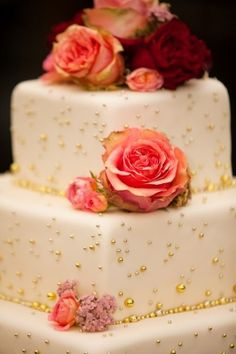 Cake: roses and gold specs