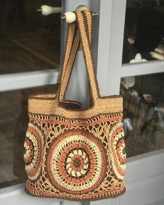 Marvelous Crochet A Shell Stitch Purse Bag Ideas. Wonderful Crochet A Shell Stitch Purse Bag Ideas. Crochet Shell Stitch, Crochet Stitches, Knit Crochet, Crotchet Bags, Knitted Bags, Crochet Handbags, Crochet Purses, Crochet Designs, Crochet Patterns