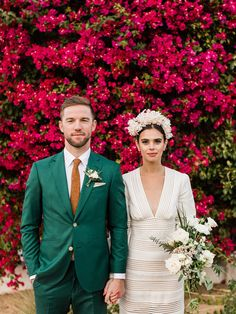 A Palm Springs wedding at a mid-century home - 100 Layer Cake Circus Wedding, Party Wedding, Nontraditional Wedding, Vineyard Wedding, Palm Springs, Spring Wedding, Floral Wedding, Real Weddings, Wedding Venues