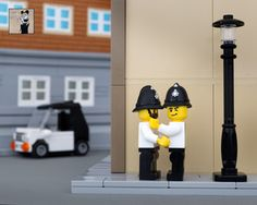 LEGO Banksy - Kissing Coppers