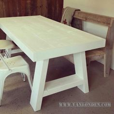Witte tafel van steigerhout