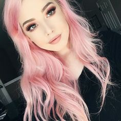Pink hair is impertinently or tender? Pink hair has many shades! A girl with pink hair is bold and stylish! Pastel Pink Hair, Hair Color Pink, Baby Pink Hair, Pastel Bob, Pastel Yellow, Dye My Hair, New Hair, Messy Hairstyles, Pretty Hairstyles