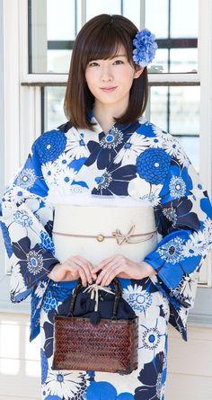Japanese Yukata, Japanese Costume, Japanese Outfits, Japanese Beauty, Asian Beauty, Japanese Lady, Yukata Kimono, Kimono Dress, Traditional Fashion