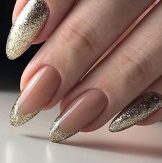 Top 40 Golden Nail Ideas You Must Stunning Gold Nail Art Designs Trends Gold Nail Art designs are nails arts that have golden color nail paint or golden glitter nail paints used on them, for the gold impact. Gold nail polish not solely adds bl Golden Nail Art, Golden Nails, Simple Gel Nails, Classy Nails, Gel Nail Art Designs, French Nail Designs, Nails Design, Matte Nails, Stiletto Nails