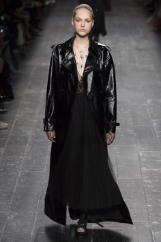 every day style Valentino Fall 2016 Ready-to-Wear Fashion Show - Kirin Dejonckheere