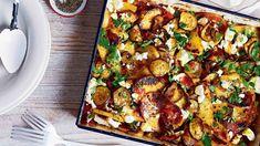 Tohle harmonické spojení cuket, rajčat a brambor, pihovaté česnekem a bylinkami, je opravdu silná trojka. Kung Pao Chicken, Vegetable Pizza, Fresh, Vegetables, Ethnic Recipes, Food, Essen, Vegetable Recipes, Meals