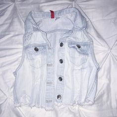 Denim Cropped Vest Denim Cropped Vest new with tags. No stains or stains. From h&m size XS H&M Jackets & Coats Jean Jackets