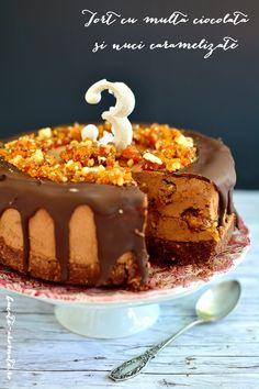 Tort cu multă ciocolată şi nuci caramelizate Something Sweet, Cheesecakes, Tiramisu, Cookie Recipes, Deserts, Food And Drink, Ice Cream, Pudding, Cupcakes