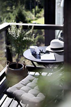 10 Ways To Maximise Your Tiny Balcony / Outdoor Space! 10 Ways To Maximise Your Tiny Balcony / Outdo Tiny Balcony, Outdoor Balcony, Outdoor Spaces, Outdoor Living, Balcony Ideas, Balcony Gardening, Sweet Home, Interior And Exterior, Interior Design
