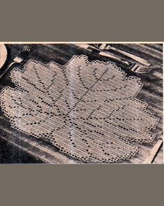 Genuine Vintage early 1960s Fantastically Accurate ' Leaf Lacy Doily Placemat' in Filet Crochet Pattern PDF