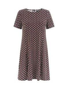 Black Daisy Print Short Sleeve Swing Dress  | New Look