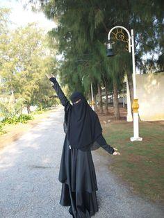 Moslem Fashion, Niqab Fashion, Beautiful Muslim Women, Beautiful Hijab, Hijab Niqab, Mode Hijab, Islam Women, Dubai, Hijabi Girl