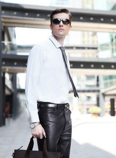 Men in leather pants Mens Leather Pants, Men's Leather, Leather Fashion, Mens Fashion, Suit And Tie, Mens Clothing Styles, Mens Suits, Casual Wear, Boys