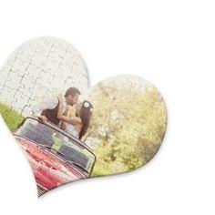 Puzzle con forma de corazón. San Valentín