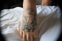 London | 43 Rad Tattoos To Pay Tribute To Your Favorite Place