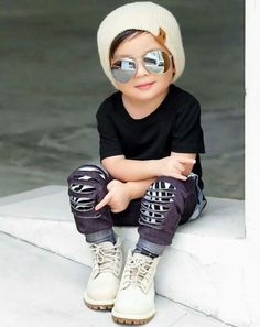 Image may contain: 1 person Toddler Boy Fashion, Little Boy Fashion, Young Fashion, Toddler Outfits, Baby Boy Outfits, Stylish Little Boys, Cute Little Boys, Outfits Niños, Kids Outfits