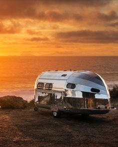 With cars getting more powerful and travel trailers getting lighter, there's no shortage of great camping options. Camping Trailers, Camping Hacks, Camping Ideas, Travel Trailers, Vintage Trailers, Vintage Campers, Cartoons Love, Luxury Camping, Airstream