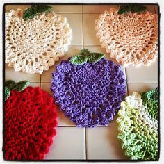 Pear Trivet By April - Free Crochet Pattern Crochet Potholders, Crochet Motif, Crochet Doilies, Crochet Flowers, Crochet Gratis, Free Crochet, Thread Crochet, Crochet Stitches, Knitting Patterns