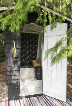 Outside Toilet, Outdoor Toilet, Cottage Toilets, Farm Landscaping, Small Log Cabin, Summer Cabins, Outdoor Buildings, Church Flower Arrangements, Guest Cabin