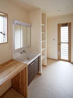 洗濯動線に配慮 Cozy Fashion, Washroom, Corner Bathtub, Living Room Designs, Ideal Home, Small Spaces, New Homes, House Design, Interior Design