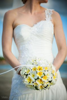 Beautiful frangipani bouquet that looks and smells stunning. Will go great with my bridesmaid dresses too!