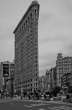 Alfred Stieglitz - Flatiron Building - 1903      http://robynarmstrongphotography.blogspot.com/2011/11/deconstructing-environmental.html