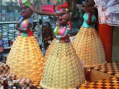 Boneca de palha e ceramica