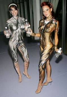 Please click here http://bodypaintarts.blogspot.com/2012/08/amazing-body-painting.html to watch many photos of body painting