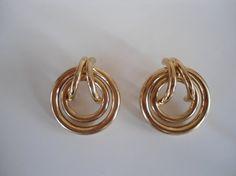 Mooie ronde gouden vintage statement oorbellen door SammiesVintage