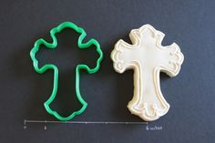 Cross  Large Cutter by CreativeCookieCutter on Etsy, $6.00