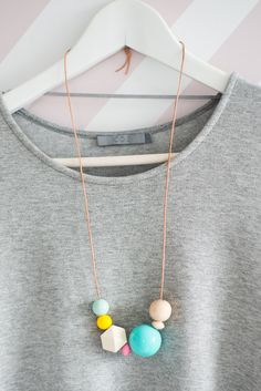 diy necklace inspiration: colorful pastels, different sizes + geometric shaped beads Ceramic Jewelry, Wooden Jewelry, Beaded Jewelry, Handmade Jewelry, Unique Jewelry, Polymer Clay Necklace, Polymer Clay Beads, Clay Earrings, Wooden Bead Necklaces